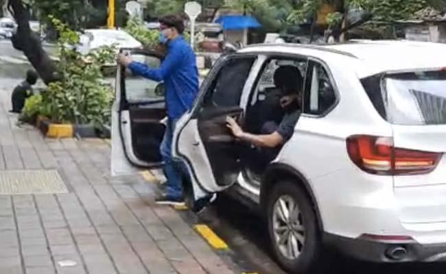 Patna Cops Moving In BMW, Jaguar For Sushant Rajput Case Grabs Attention