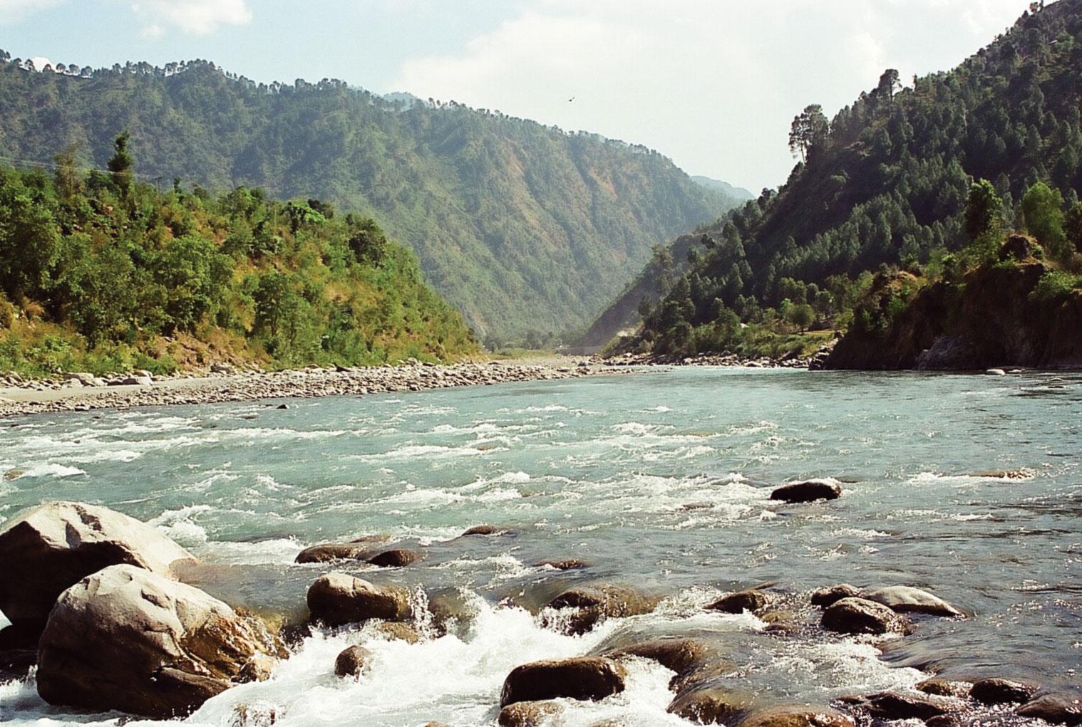 રાવી નદીનાં પ્રવાહમાં રાત્રે 2.45 વાગ્યે પાકિસ્તાનથી જે આવ્યું તેને જોઇને BSF પણ ચોંકી ગઈ... 67