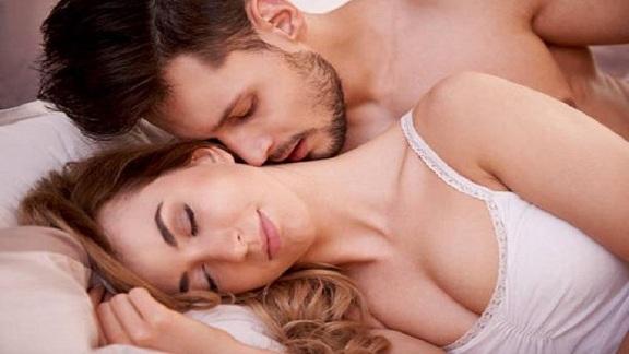 સંબંધ બાંધવા માટે મહિલાને આવી રીતે તૈયાર કરો,તરત થઇ જશે... 1